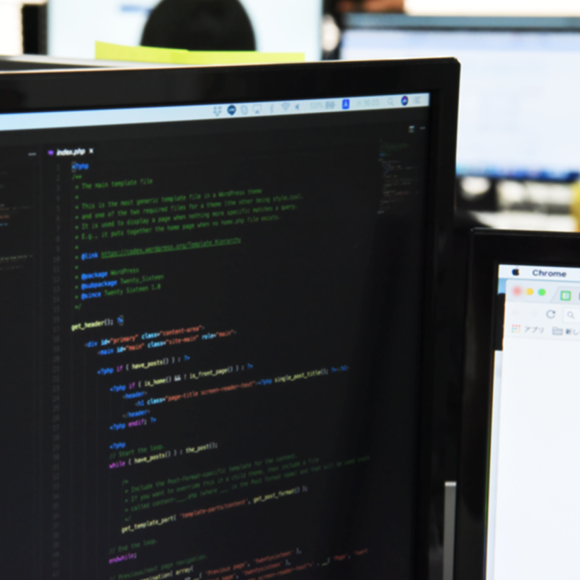 PCに写ったプログラミングコードの画像